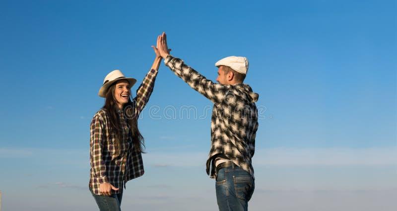 Mężczyzna i kobieta Klascze ręki Each Inny obraz royalty free