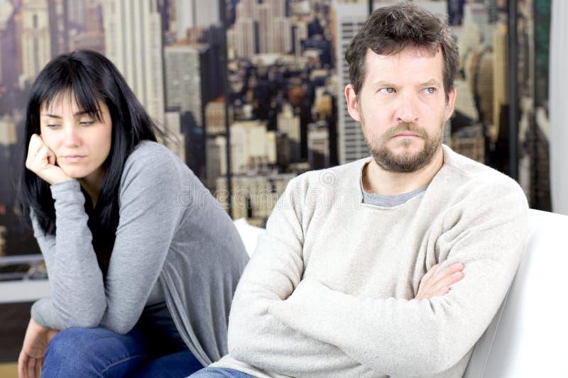 Mężczyzna i kobieta no opowiada po walki zdjęcie stock