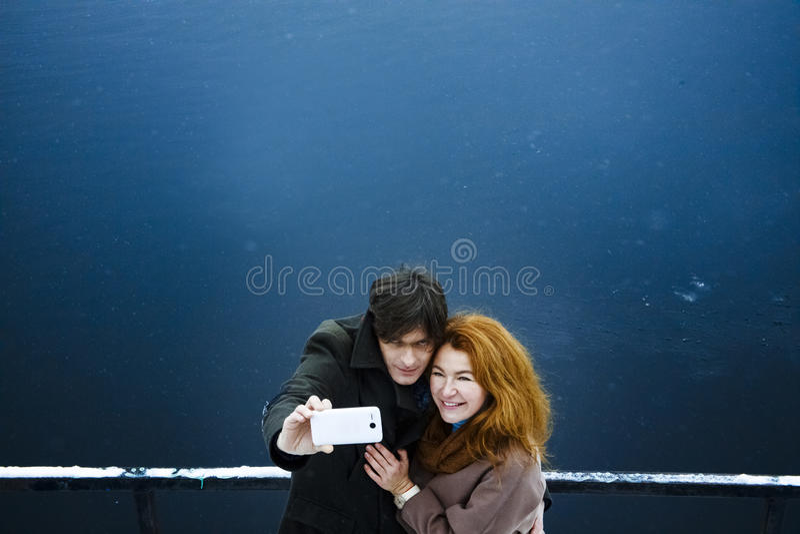 Mężczyzna i kobieta ono strzela, dzień, plenerowy fotografia royalty free