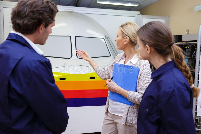 Mężczyzna i kobieta podczas pilotowego szkolenia zdjęcie stock