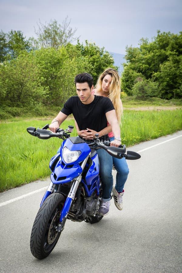 Mężczyzna i kobiety jeździecki motocykl zdjęcie royalty free