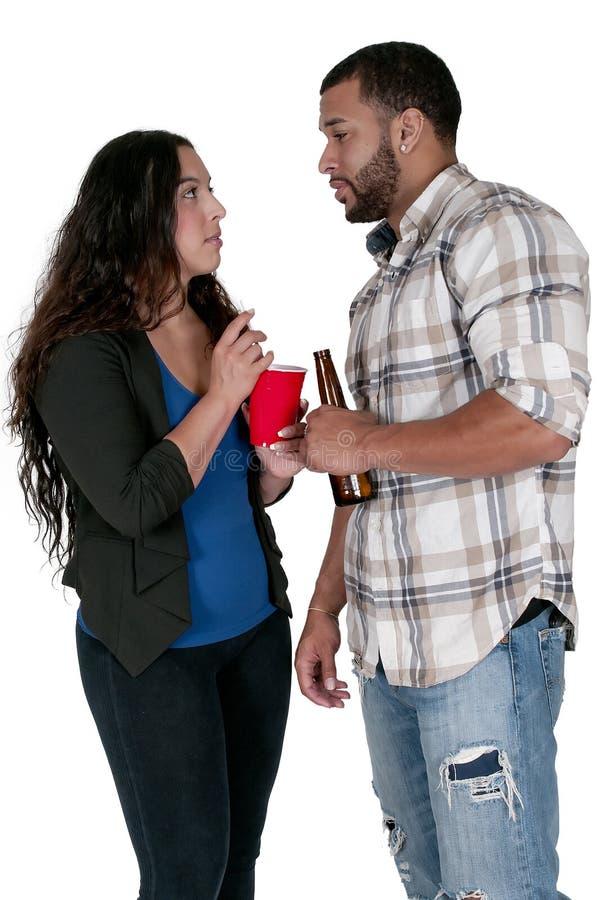 Mężczyzna i kobiety pić zdjęcia stock