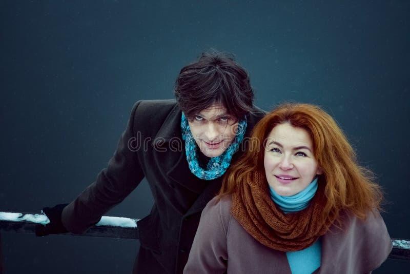 Mężczyzna i kobiety przyglądający up, dzień, plenerowy fotografia royalty free