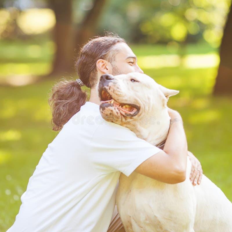 Mężczyzna i pies zdjęcia stock