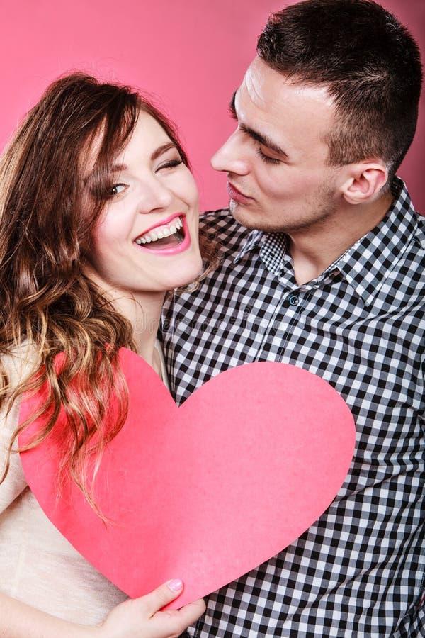 Mężczyzna i szczęśliwa mruganie kobieta pocałunek miłości człowieka koncepcja kobieta fotografia stock