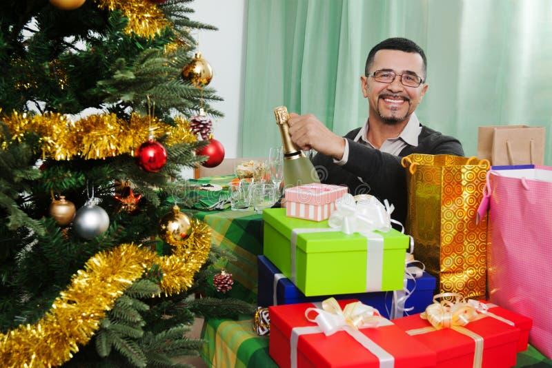 Mężczyzna ith szampan i prezenty obraz royalty free