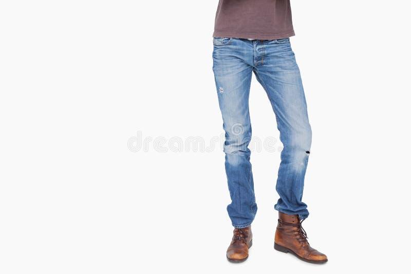 Mężczyzna jest ubranym cajgi i buty fotografia stock