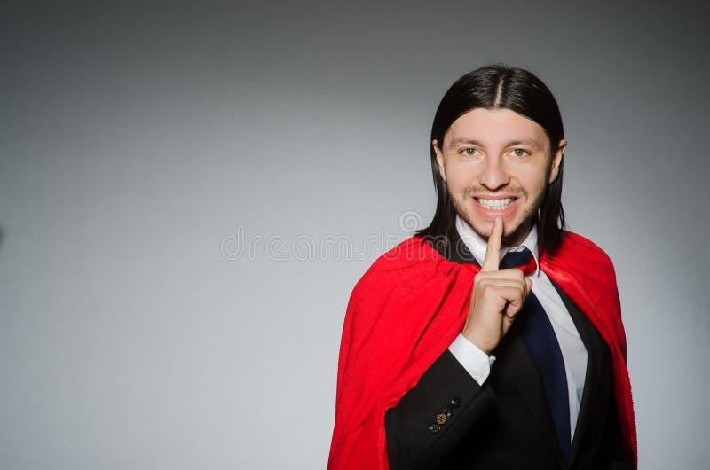Mężczyzna jest ubranym czerwoną odzież obrazy stock