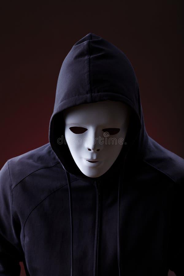 Mężczyzna jest ubranym maskę fotografia stock