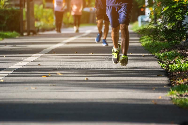 Mężczyzna jogging w parku zdjęcie stock