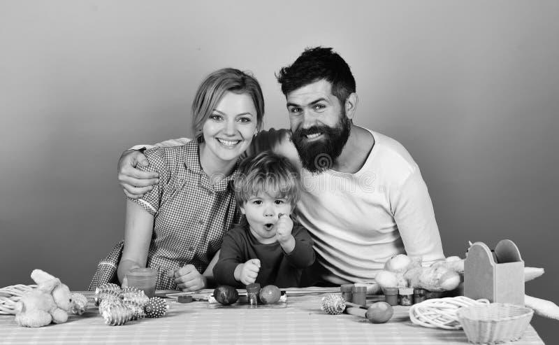Mężczyzna, kobieta i syn, wpólnie Radosny rodziny i świętowania pojęcie fotografia royalty free