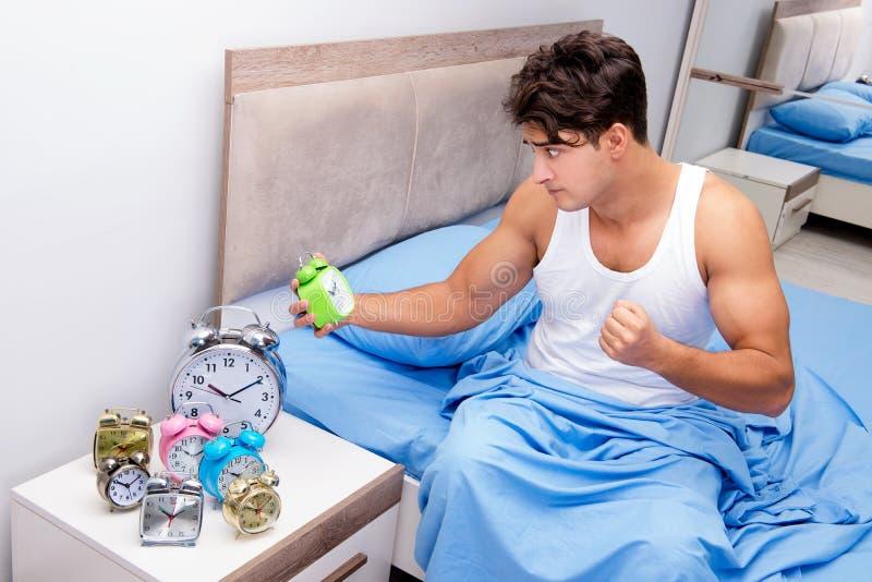 Mężczyzna ma kłopot budzi się up w ranku fotografia royalty free