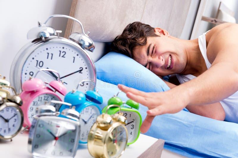 Mężczyzna ma kłopot budzi się up w ranku zdjęcie royalty free