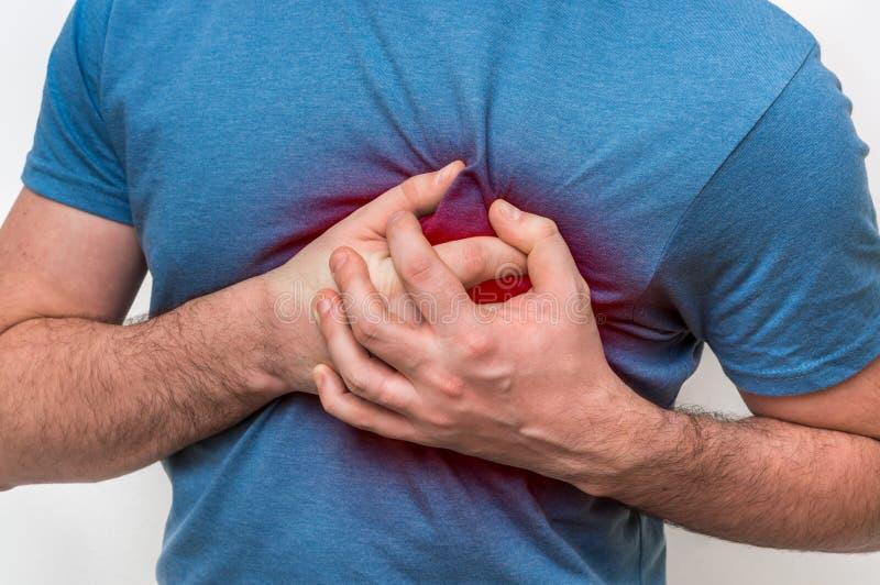 Mężczyzna ma klatka piersiowa ból, atak serca fotografia stock