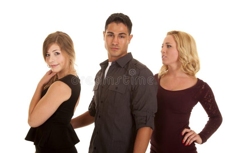 Mężczyzna między dwa kobietami poważnymi obraz stock