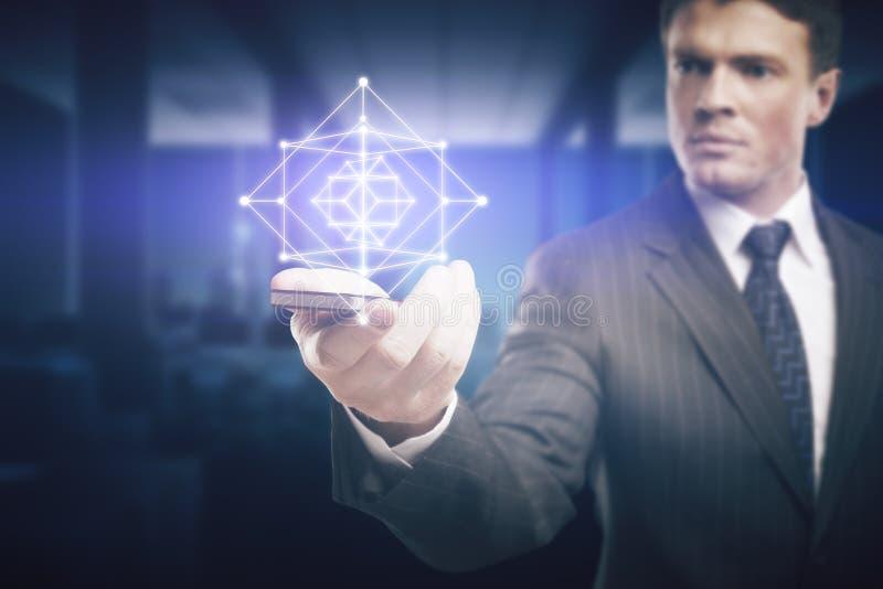 Mężczyzna mienia telefon komórkowy z cyfrowym modelem zdjęcie stock