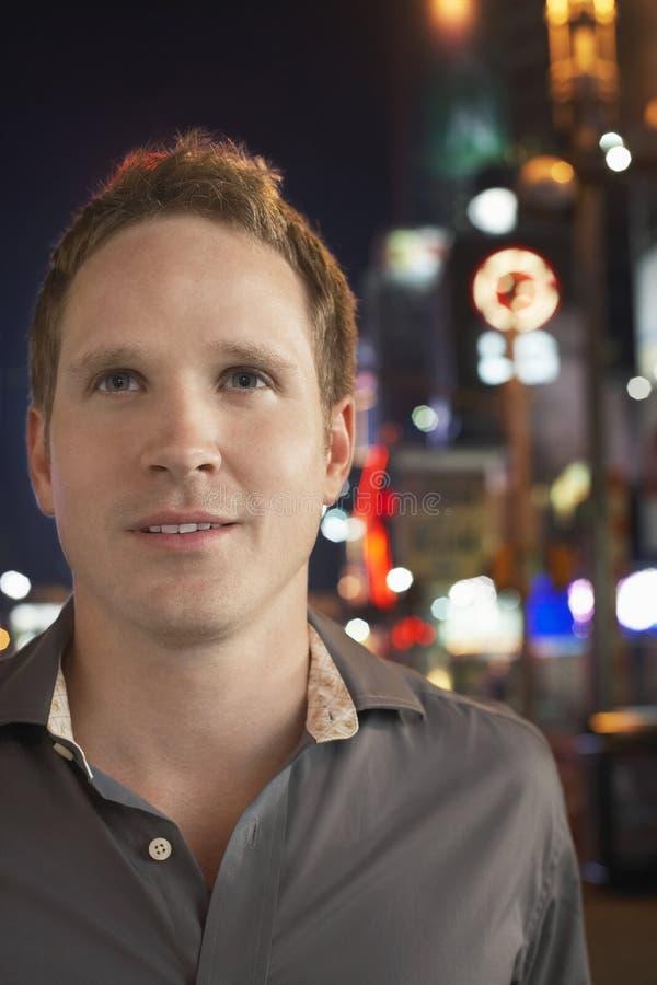 Mężczyzna Na chodniczku Przy nocą zdjęcia stock