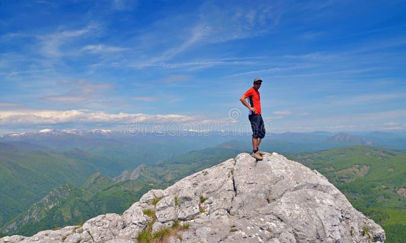 Mężczyzna na szczycie zdjęcia royalty free