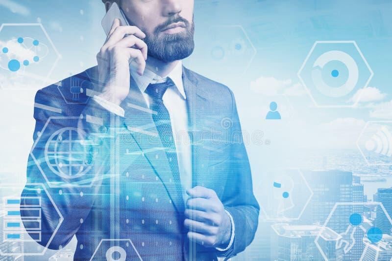 Mężczyzna na telefonie w mieście, cyfrowy biznesowy interfejs royalty ilustracja