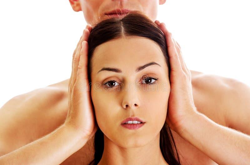 Mężczyzna nakrywkowy women& x27; s ucho obrazy stock