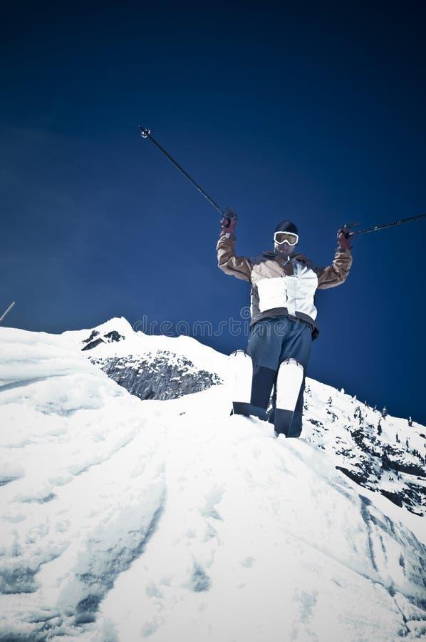 Mężczyzna narciarski skok zdjęcia stock