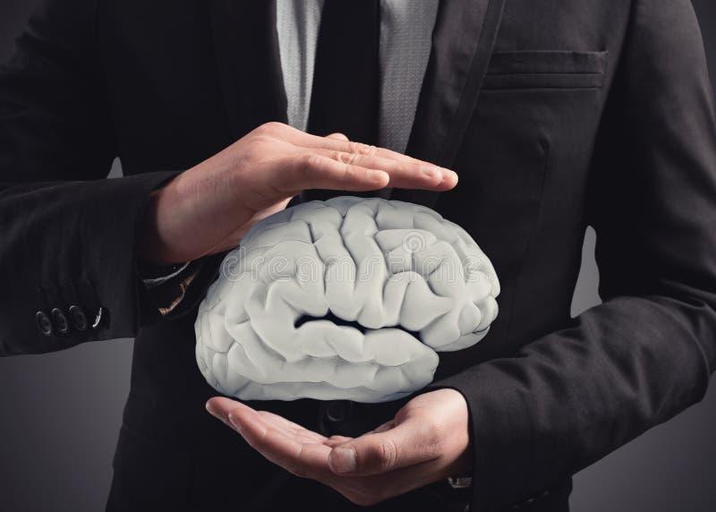 Mężczyzna ochrania mózg z jego rękami świadczenia 3 d zdjęcia royalty free