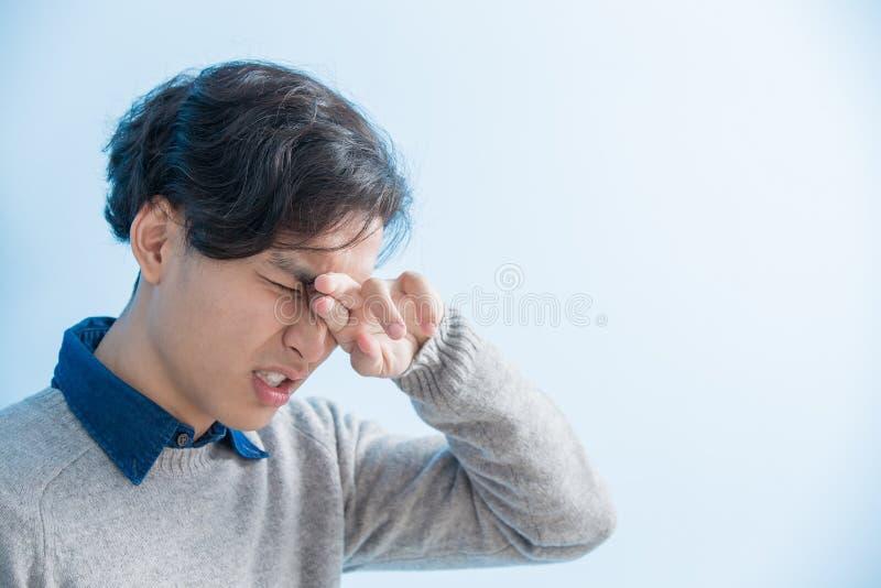 Mężczyzna odczucia oka niewygoda zdjęcia stock
