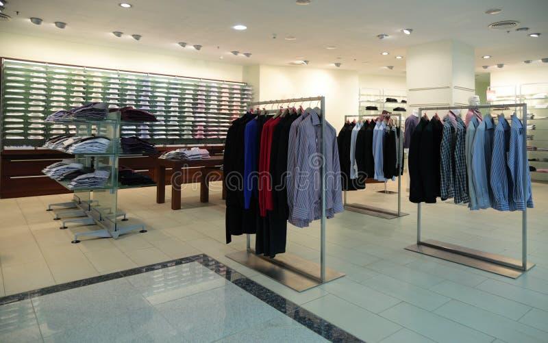mężczyzna odzieżowy sklep zdjęcie royalty free