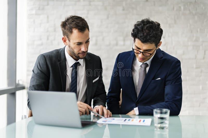 Mężczyzna Opowiada Biznesowej analizy pojęcie fotografia royalty free