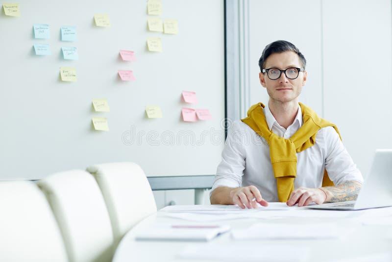 Mężczyzna organizatorska praca zdjęcia stock