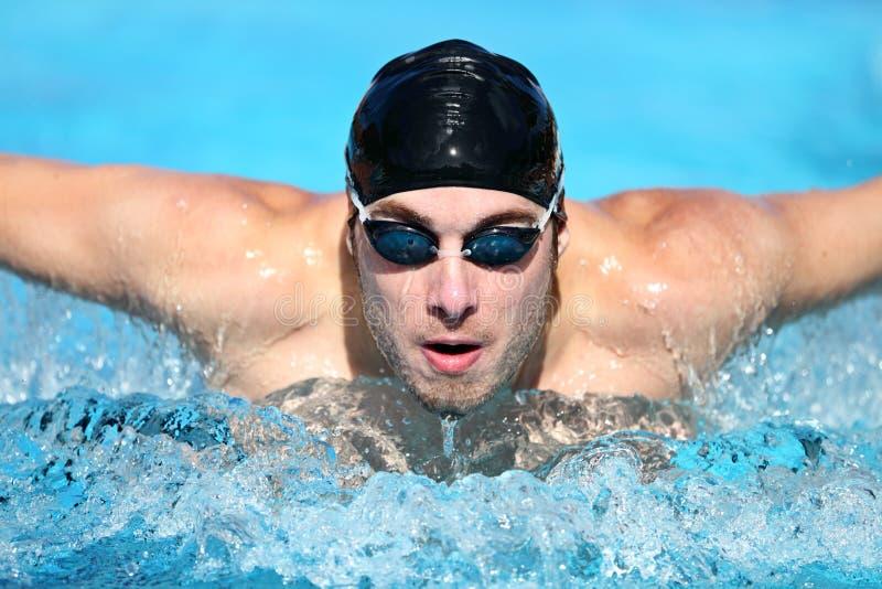 mężczyzna pływaczki dopłynięcie zdjęcie royalty free