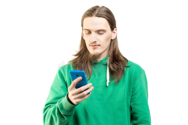 Mężczyzna patrzeje odizolowywający na białym tle w zielonym hoodie obrazy stock