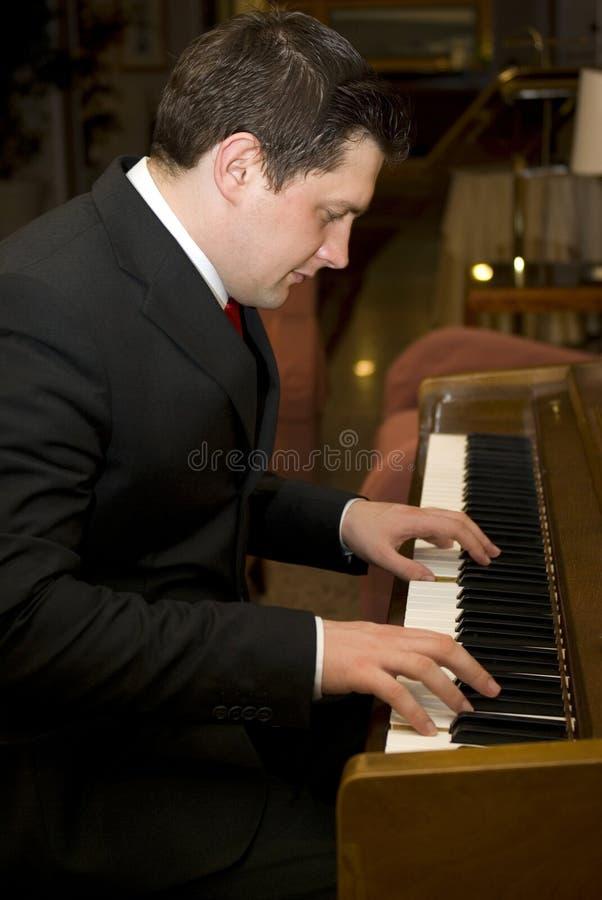 mężczyzna pianina bawić się fotografia stock