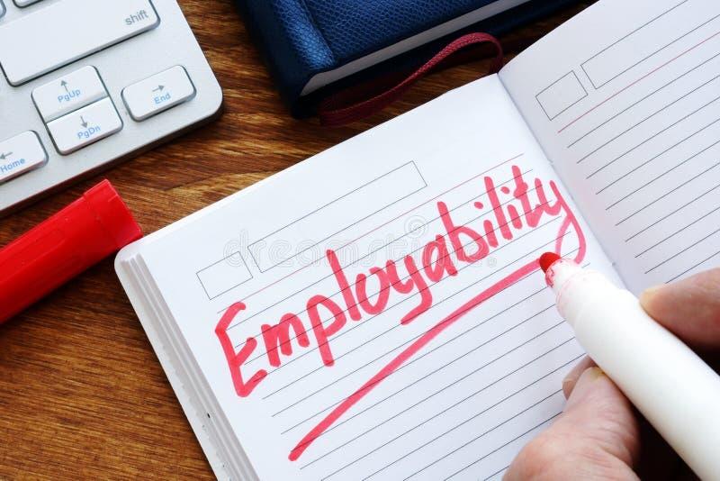 Mężczyzna pisze słowa employability zdjęcia royalty free
