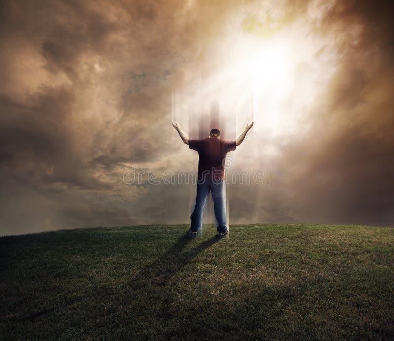 Mężczyzna podnosi w górę jego ręk zdjęcia stock