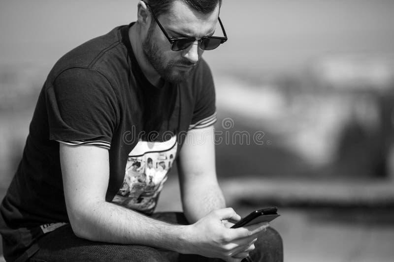 Mężczyzna pozuje w selvedge cajgach fotografia royalty free