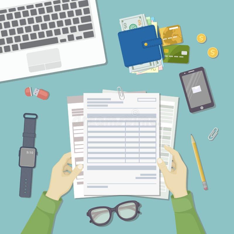 Mężczyzna  pracować z dokumentami Mężczyzna ` s ręki trzymają konta, lista płac, podatek forma Miejsce pracy odgórny widok ilustracja wektor