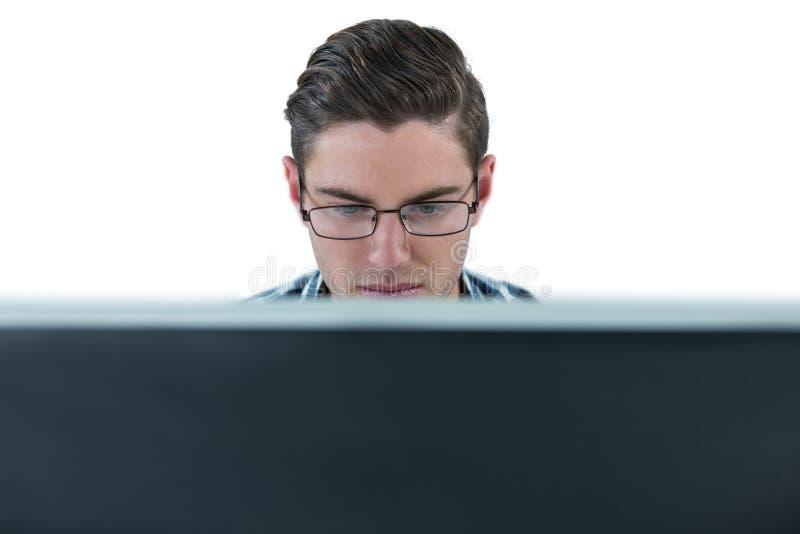 Mężczyzna pracuje na desktop obrazy royalty free