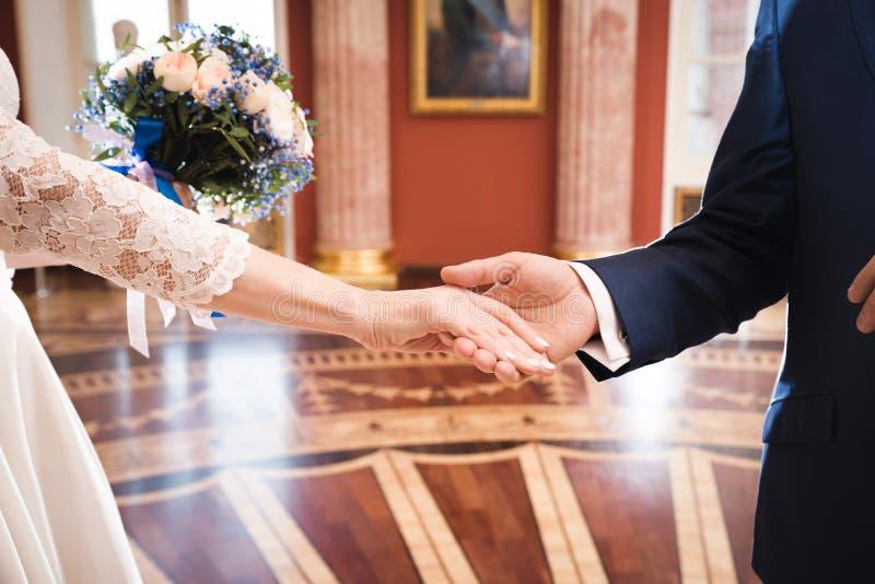 Mężczyzna proponujący dla małżeństwa obrazy stock