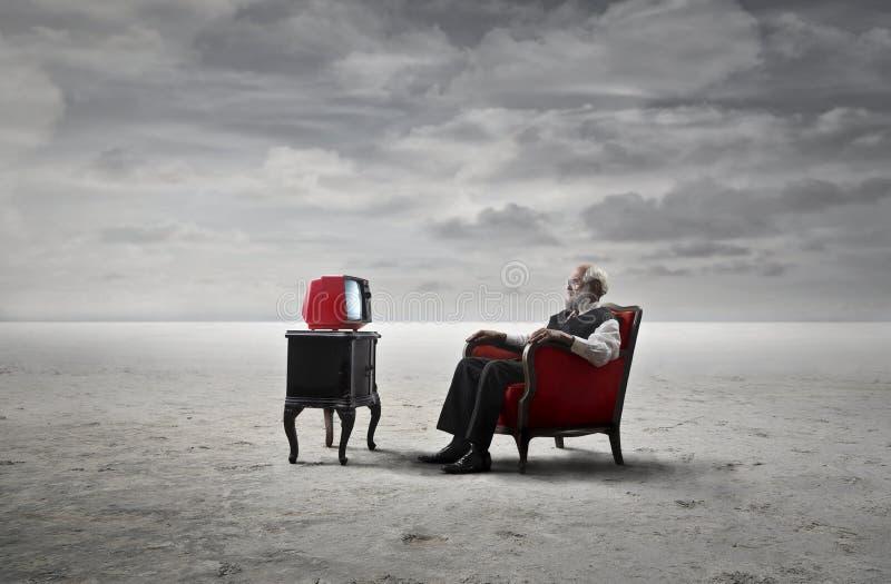 Mężczyzna przed telewizją obrazy stock
