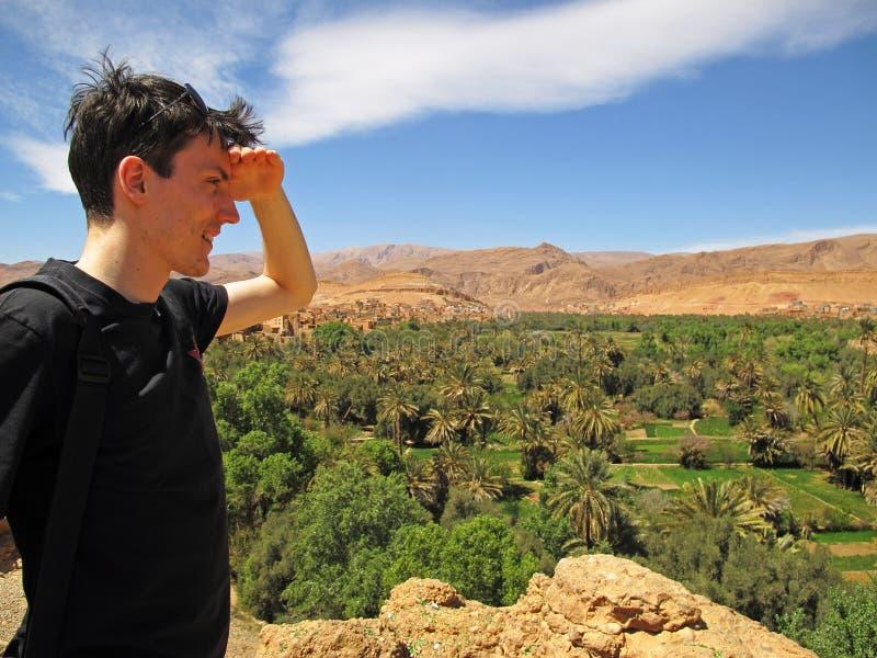 Mężczyzna przegapia oazę zdjęcie stock