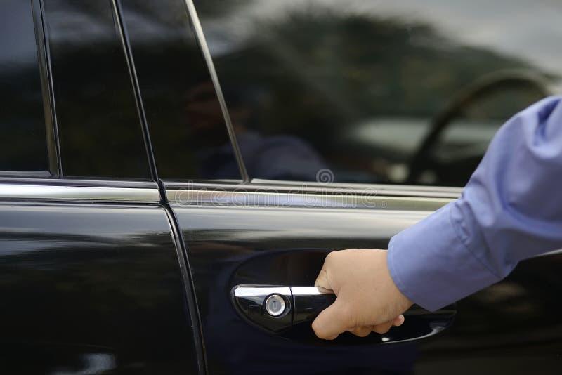 Mężczyzna ręka na rękojeści zdjęcie royalty free