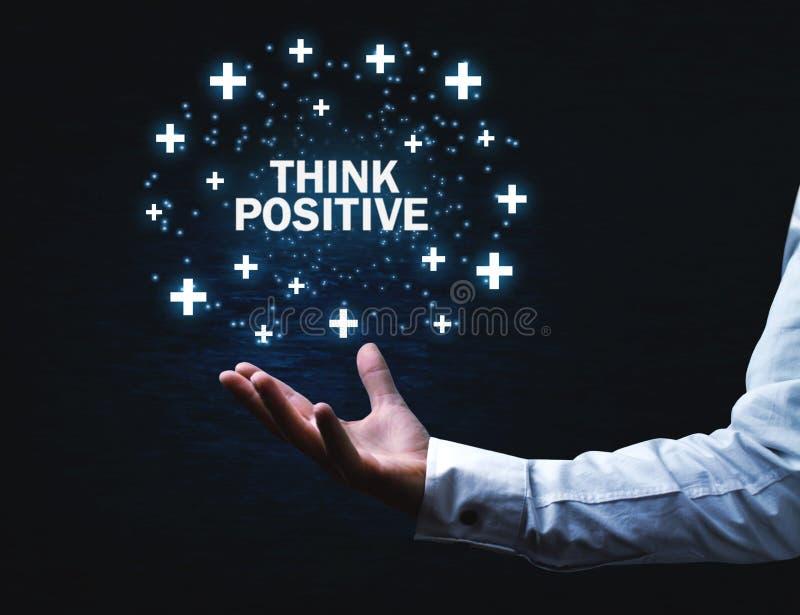 Mężczyzna ręki mienia myśli pozytywu słowa plus z znakami zdjęcie royalty free
