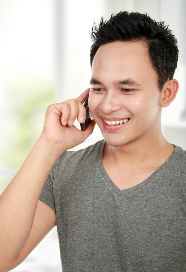 Mężczyzna robi rozmowa telefonicza obrazy royalty free