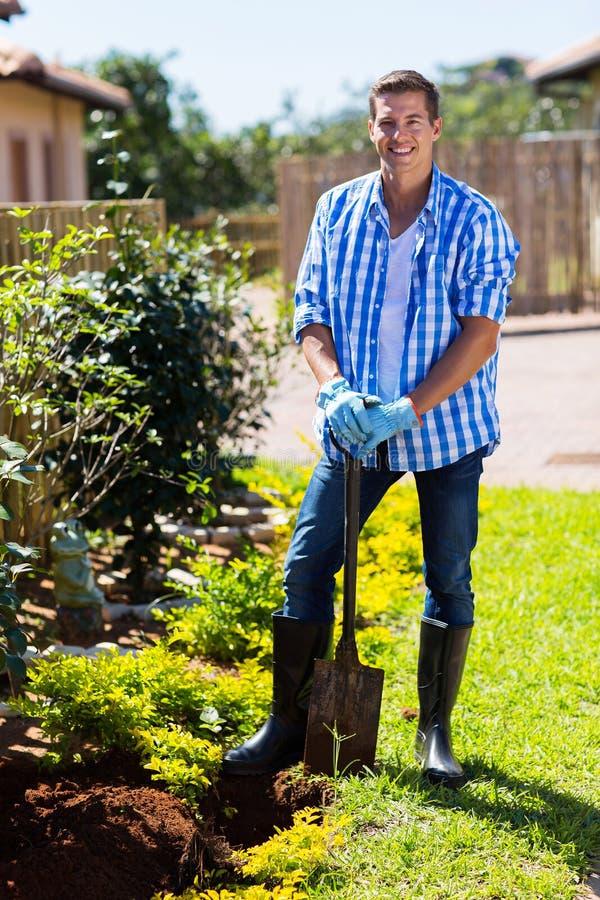Mężczyzna rydla ogród obrazy stock