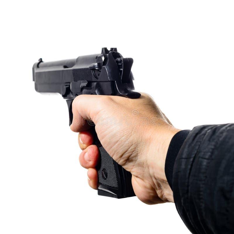 Mężczyzna ` s ręka trzyma czarnego krócica pistolet, odosobnionego na bielu, zakończenie zdjęcie royalty free
