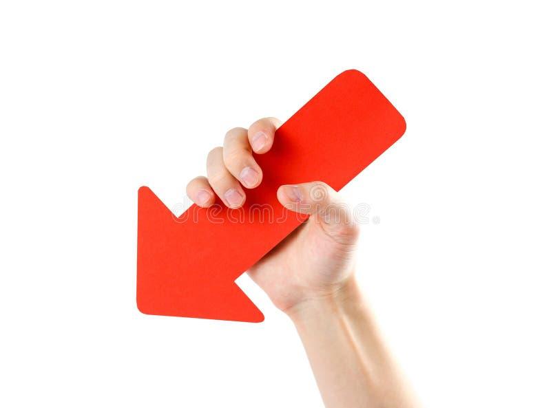 Mężczyzna ` s ręka trzyma wielką czerwoną strzała z bliska Odizolowywający na wh obrazy stock