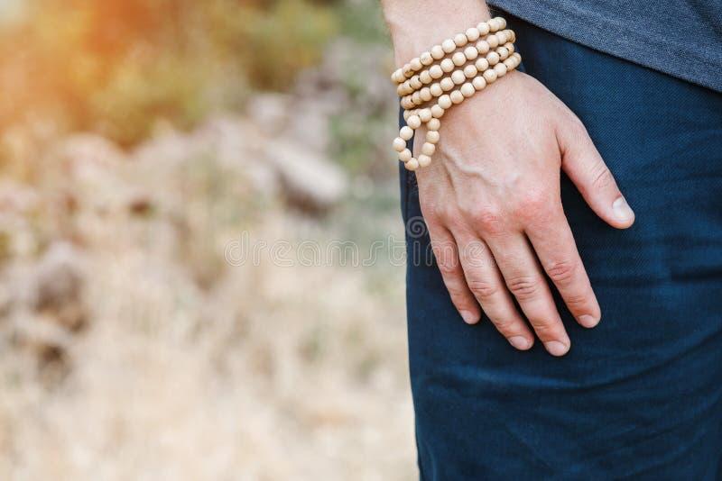 Mężczyzna ` s ręka z bransoletką zdjęcia royalty free
