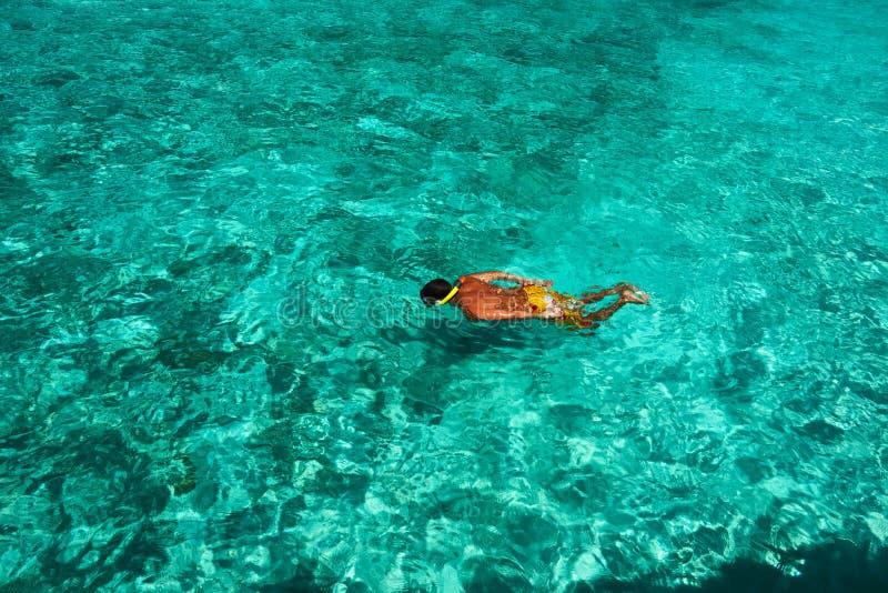Mężczyzna snorkeling zdjęcia royalty free
