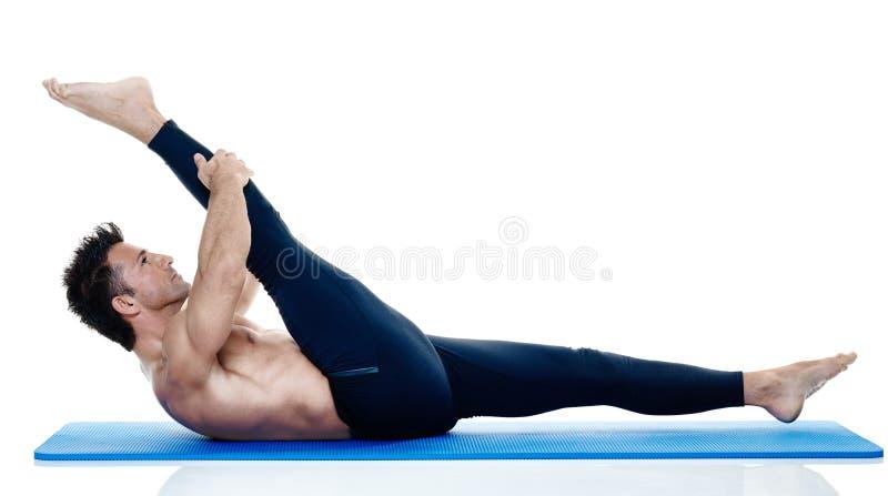 Mężczyzna sprawności fizycznej pilates exercices odizolowywający obrazy royalty free